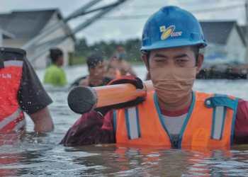 Langkah Cepat Dilakukan Pln Dengan Pemutusan Aliran Listrik Sementara Guna Menjaga Keselamatan Warga Mengingat Debit Air Yang Masih Tinggi. Foto Pln Sulbar