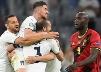 pemain italia merayakan gol kemenangan foto times of india