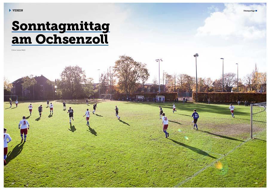 Auf einem Fußballplatz in Ochsenzoll spielt die Kreisliga-Mannschaft des Hamburger SV gegen die TuS Hasloh.