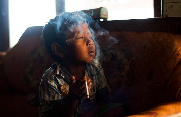Disturbing Portraits of Indonesian Child Smokers