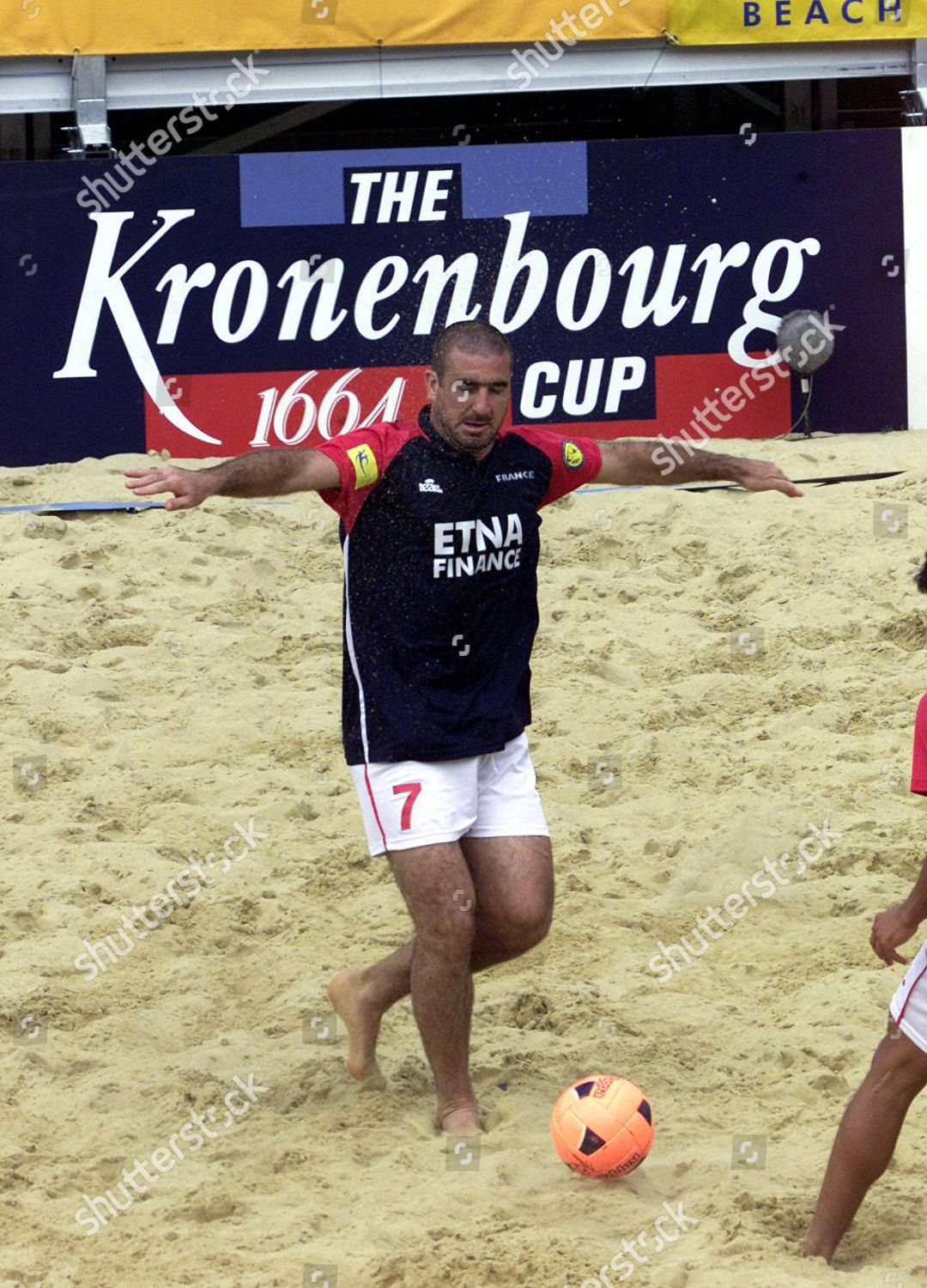Jaded by perceived harsh treatment by the french football federation, cantona even retired briefly at the age of just 24. Eric Cantona Plays France Kronenbourg Cup Beach Redaktionellt Stockfoto Stockbilder Shutterstock