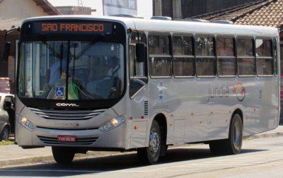 Ônibus da Jundiá demora para chegar e alunos do noturno passam por dificuldades