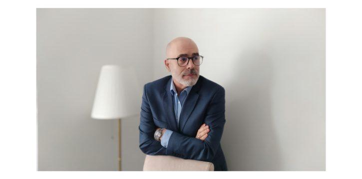 «Las intrusas», entrevista a Santiago Díaz Bravo