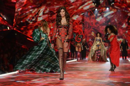 2018 Victoria's Secret Fashion Show 21