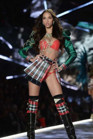 2018 Victoria's Secret Fashion Show 27