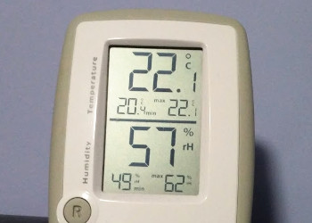 Thermometer with humidity reading