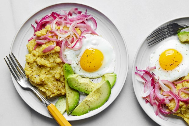 mashed plantain and fried eggs recipe by Diala Canelo