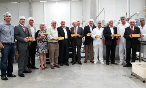 Empresários e autoridades de Alagoas durante visita na fábrica da Bauducco, em Rio Largo