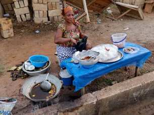 Lady selling kelewele by the road