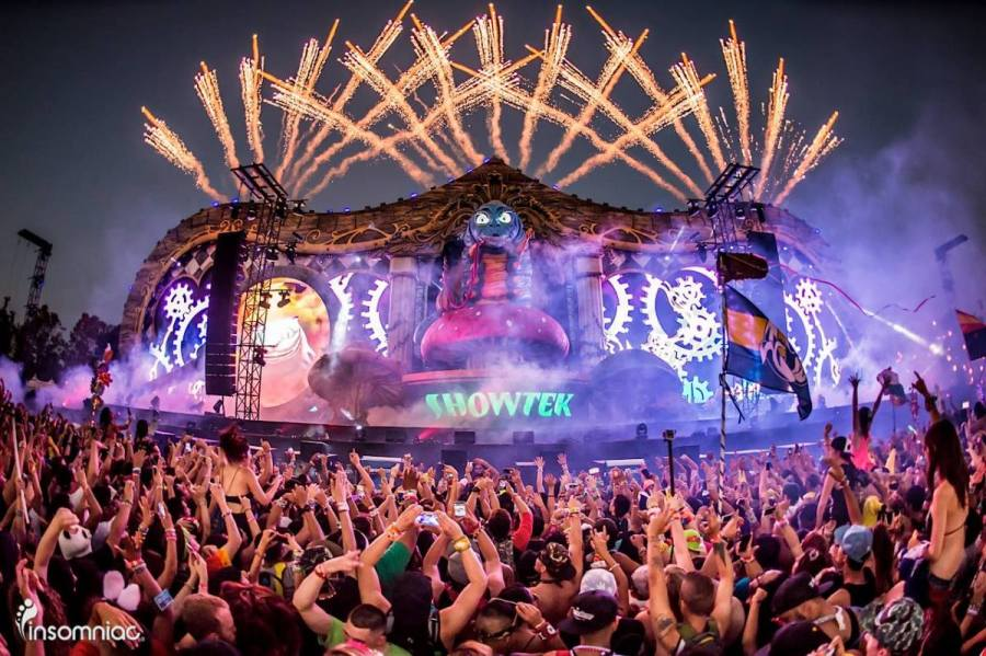 A crowd and stage photo taken during the 2018 edition of Beyond Wonderland showing fireworks during Showtek's set.