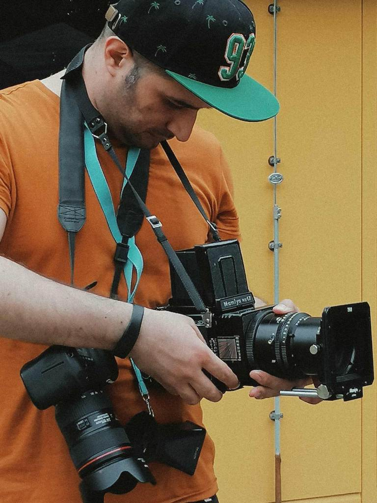 Ed Mehravaran Shooting analog photos with middle format Camera Mamiya RB67