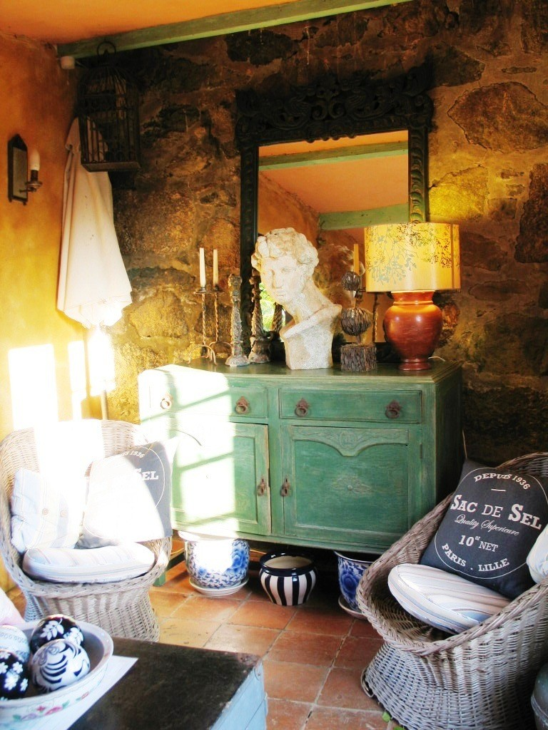 Garden room with vintage finds