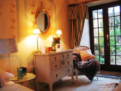 Apricot bedroom Ednovean Farm