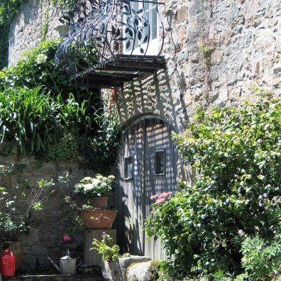 I saw this lovely french style courtyard as I walked to the see in penzance