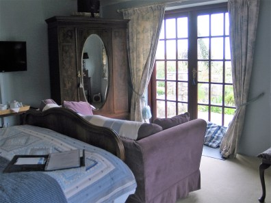 a relaxing double en sutie bedroom at Ednovean Farm B&B
