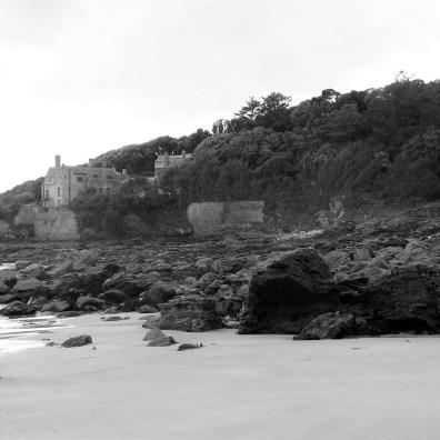 Porth-an-Als estate house jut above teh rocks at Kennegy Beach