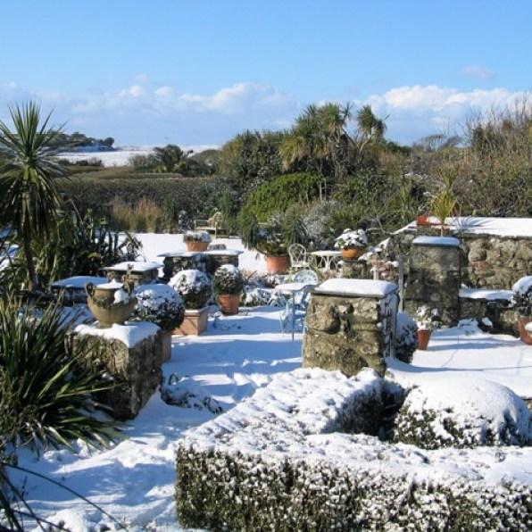 Garden terrace in the snow - ednovean farm