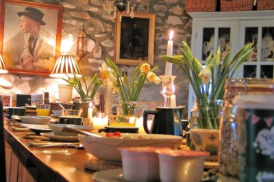 spring inspiration for farmhouse breakfast with simple jars of Daffodils
