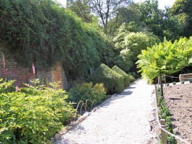 Immaculate paths in a kitchen garden - Trengwainton