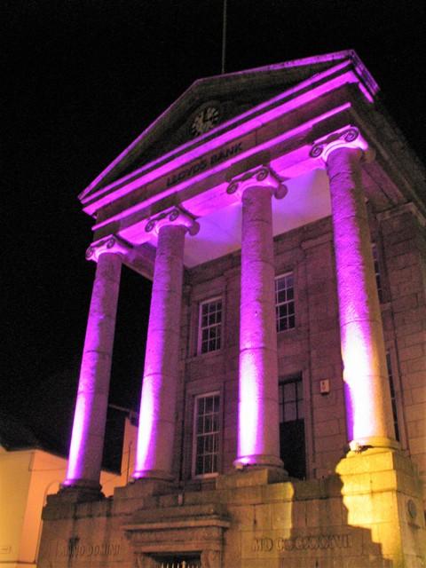 Light washed stone columns