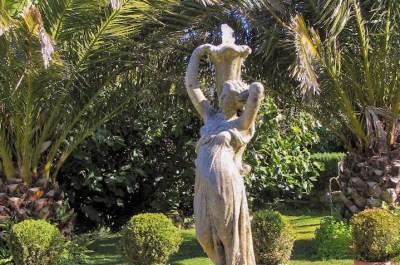 Ednovean Farm garden diary hortus conclusus courtyard and fountain
