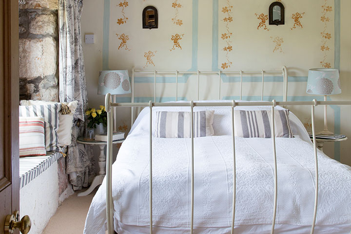 Luxury B&B near Penzance in The Apricot Room