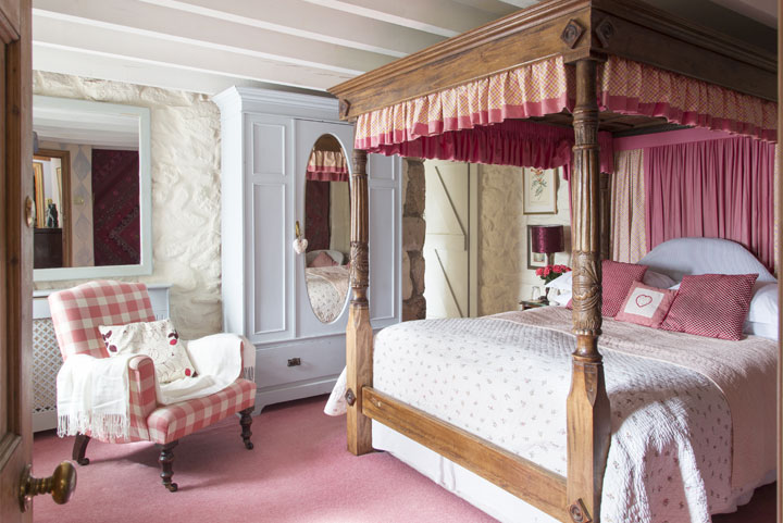 Luxury B&B near Penzance in The Pink Room