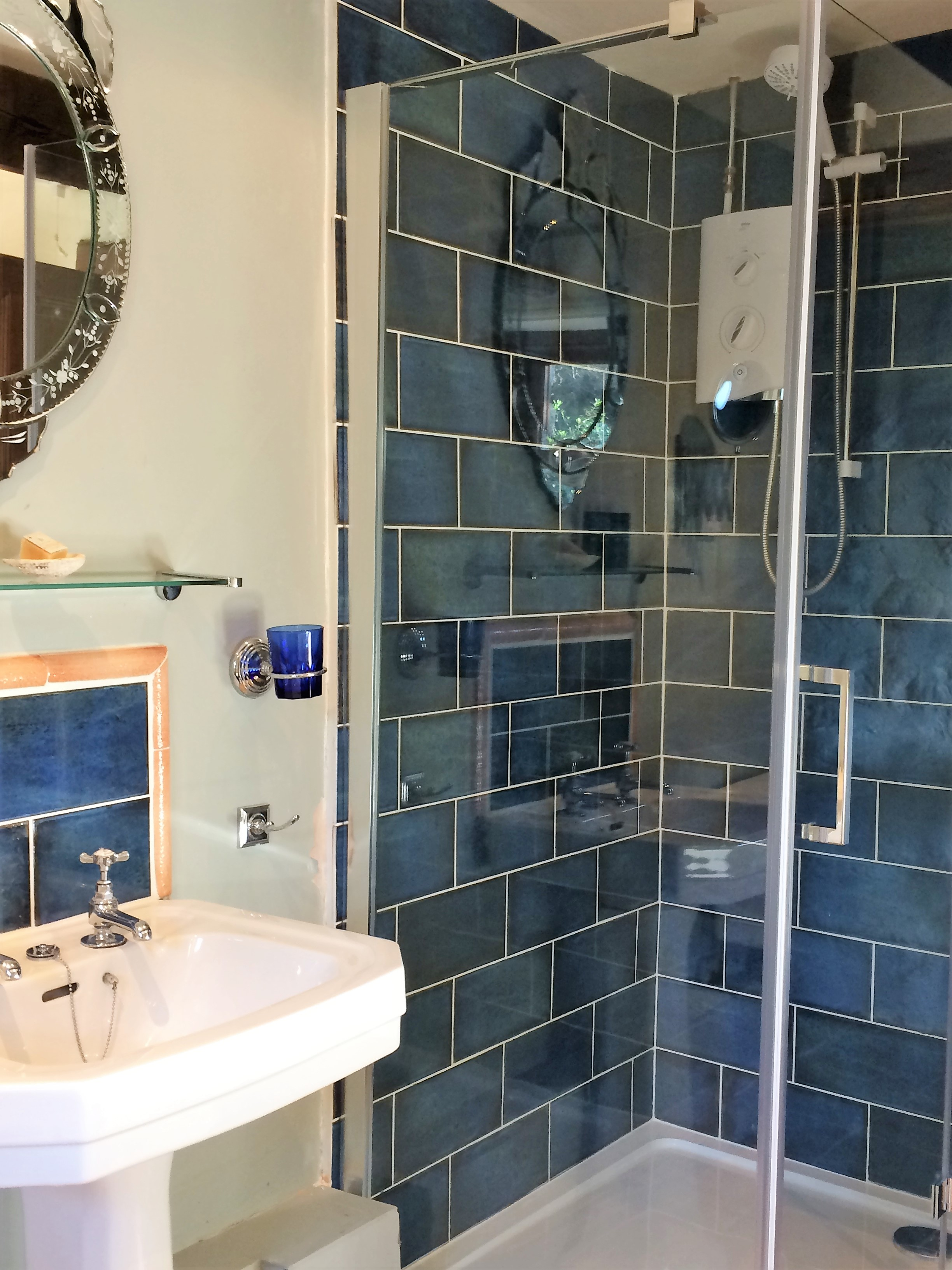 Smart double shower - french inspired decor