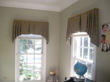 Straight valance with cascades 05