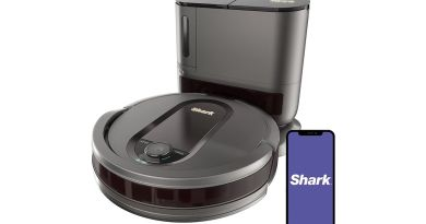 Save $200 on this Shark robot vac with self-empty base