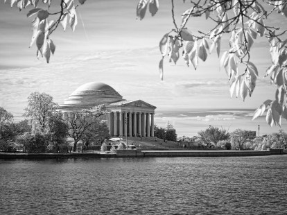 Jefferson Memorial across the Tidal Basin: Washington DC