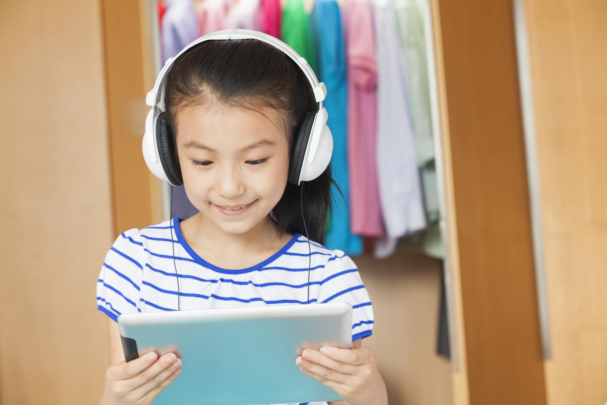 Belajar bahasa Inggris otodidak di rumah juga bisa meningkatkan kemampuan mereka kok! - Edu2Review