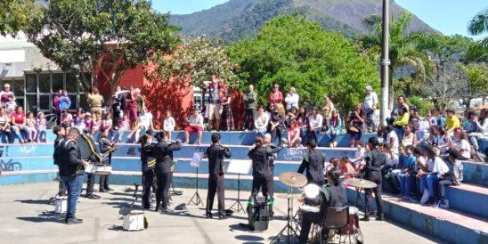 Apresentação da banda do CEHPT na Praça Juscelino Kubischek em Araras