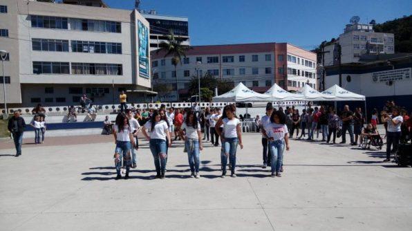 Apresentação dos alunos da EM Antônio Santiago