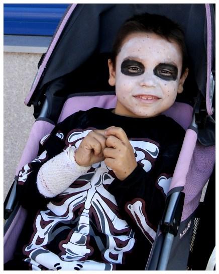 Adrián se lo pasó en grande el día que celebramos Halloween.