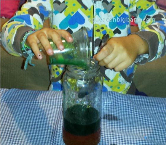 Echando los líquidos