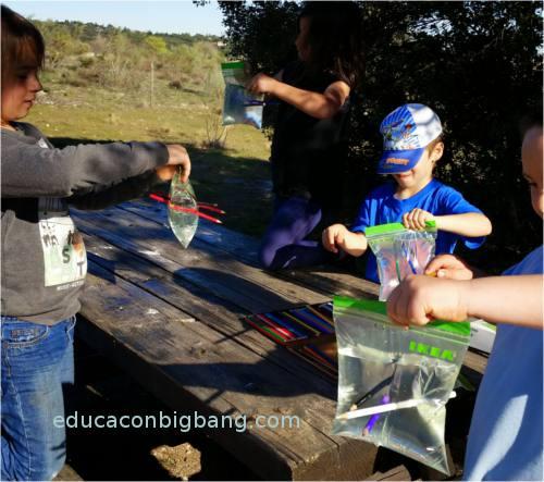 Niños  haciendo el experimento