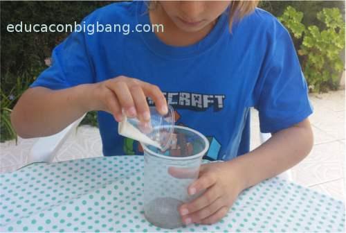 Mezclando arena y sal
