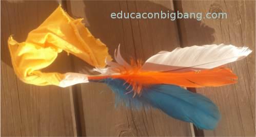 Sujetando las plumas
