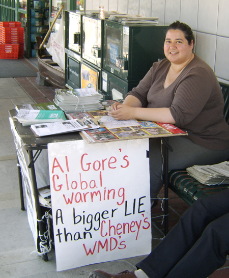 https://i1.wp.com/educate-yourself.org/glw/Al%20Gore%20protest%20table450w13mar07.jpg