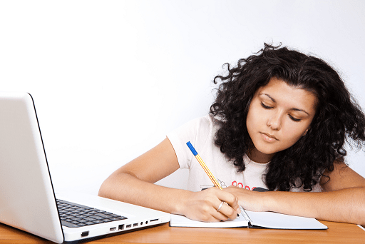 tips to apply for a college scholarship for seniors or high school students