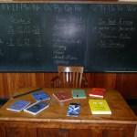 école avec table tabeau