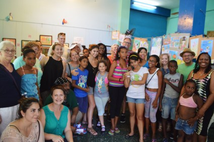 Group photo with the staff and youth of El Niño y la Niña.