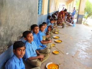 भारत में मिड डे मील योजना, भारत में प्राथमिक शिक्षा