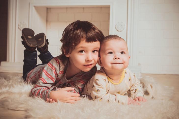 Beaucoup de parents font du favoritisme parental envers un de leurs enfants aux dépens des autres, même s'ils ne le remarquent pas.