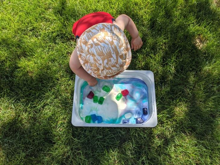 Les activités et jeux sensoriels sont amusants et permettent de stimuler le développement positif des enfants.