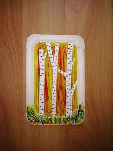 """""""Jesienne brzozy"""" – praca plastyczna z wykorzystaniem talerzyka papierowego i pasteli"""