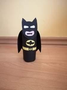 Batman - praca plastyczna z wykorzystaniem rolki