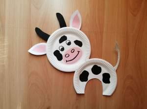 Krowa - praca plastyczna z wykorzystaniem talerzyka