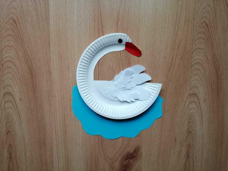 Łabędź - praca plastyczna z wykorzystaniem talerzyka papierowego